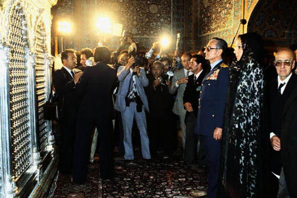 Syah Pahlavi di Haram Mashhad