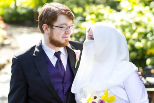 Lahir di Indianapolis, Amerika Serikat, Tuscany Bernier yang memeluk agama Islam pada Juni 2012 memutuskan untuk menikah dengan pengikut Syiah. Saat ini dirinya masih tetap seorang ahlusunah. FOTO: KOLEKSI TUSCANY BERNIER